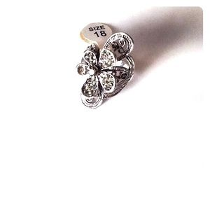 Jewelry - 🆕Beautiful Floral Ring